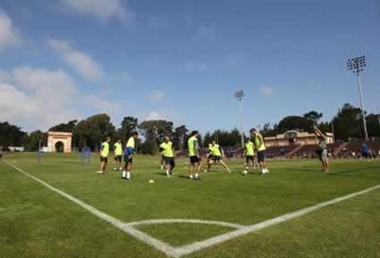 Barcelona Plays 5v2