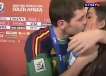 Iker Casillas Kisses Girlfriend Sara Carbonero