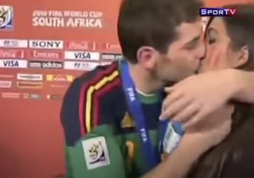 Iker Casillas Kisses Girlfriend Sara Carbonero