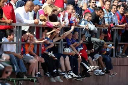 Fans Watch Barcelona Train at Kezar