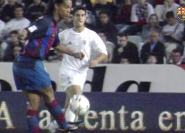 Ronaldinho No Look Pass